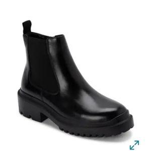 Blondo Cayla Chelsea Boot size 10
